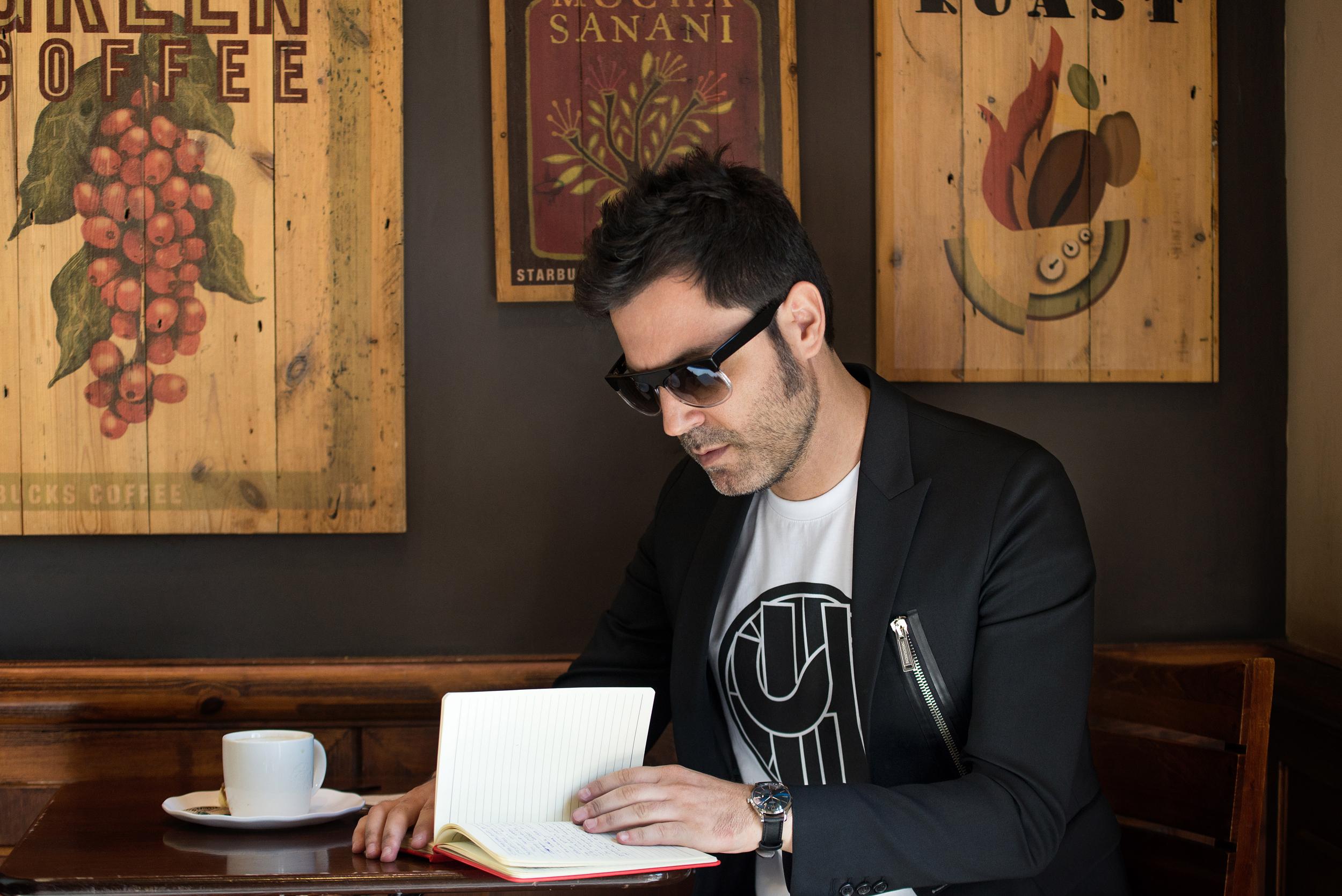 19_TOMANDO CAFÉ RETOCADA